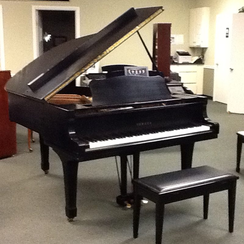 A wonderful medium sized grand piano.  A favorite of many teachers and musicians.